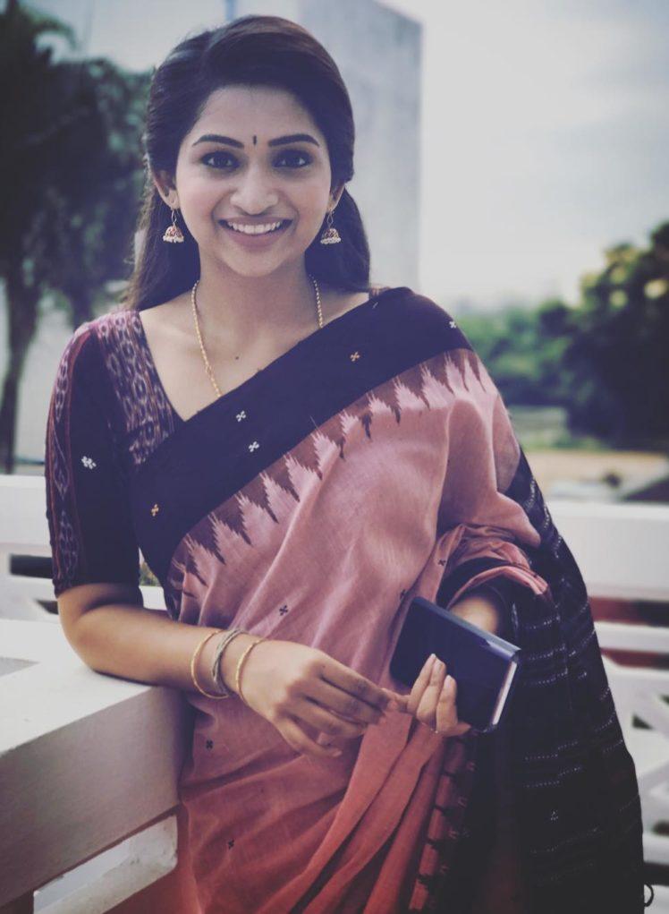 Handloom Inspiration from Tamil TV Anchor Nakshatra Nagesh 2
