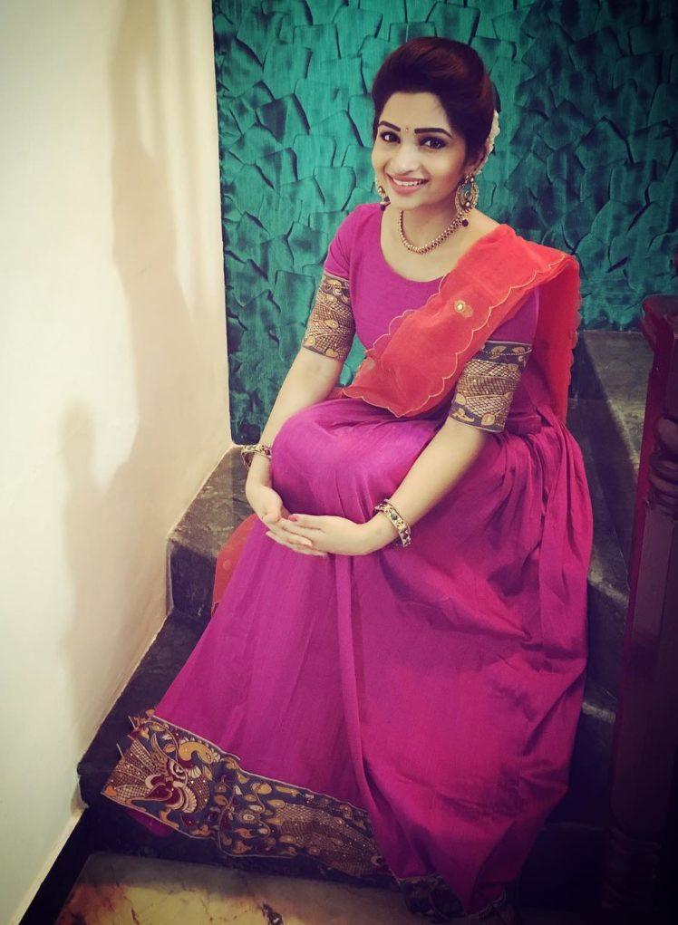 Handloom Inspiration from Tamil TV Anchor Nakshatra Nagesh 5