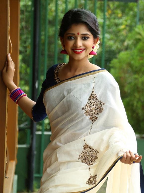 white handloom saree from laksyah 1-min